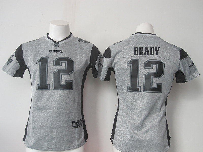 Womens New England Patriots 12 Tom Brady Gray Nike Gridiron Gray Limited Jersey.